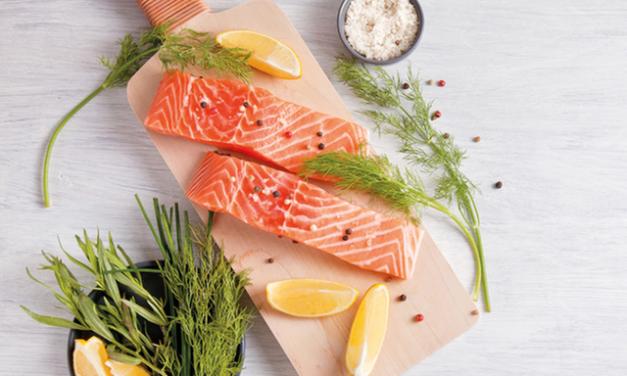 Stai mangiando pesce a sufficienza? Prova il salmone con salsa verde