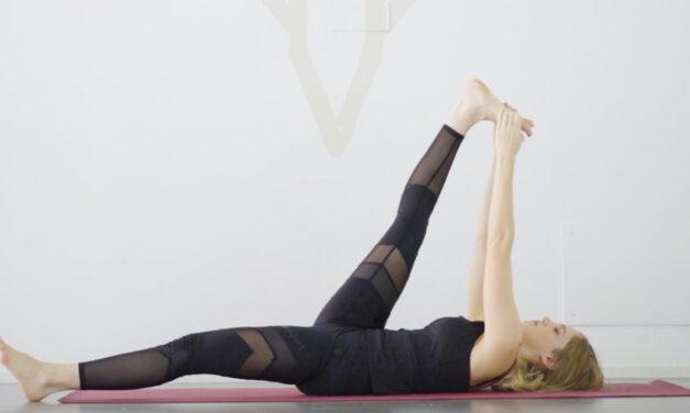 In forma con Lloyds: lo yoga per le gambe pesanti