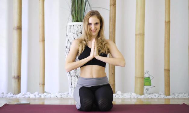In forma con Lloyds: lezione completa di yoga slow flow