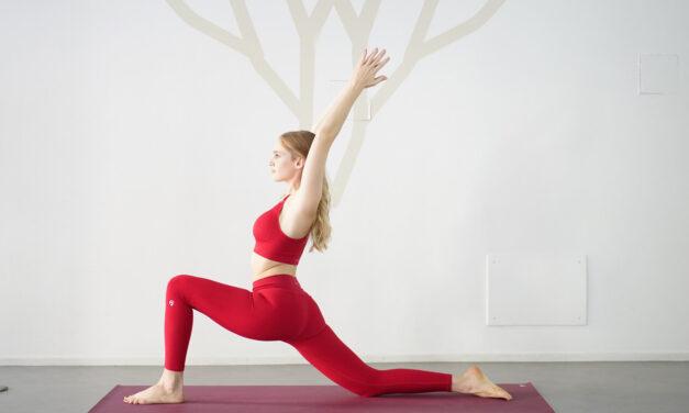 In forma con Lloyds: lo yoga del mattino e il saluto al sole