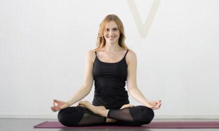 In forma con Lloyds: lo yoga per spalle e collo