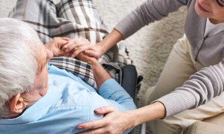 Avere cura di chi si prende cura: il caregiver familiare del paziente con Alzheimer