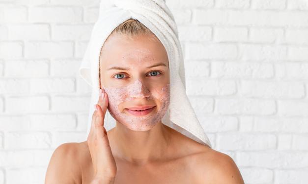 Scrub, peeling e gommage: quale esfoliante scegliere?